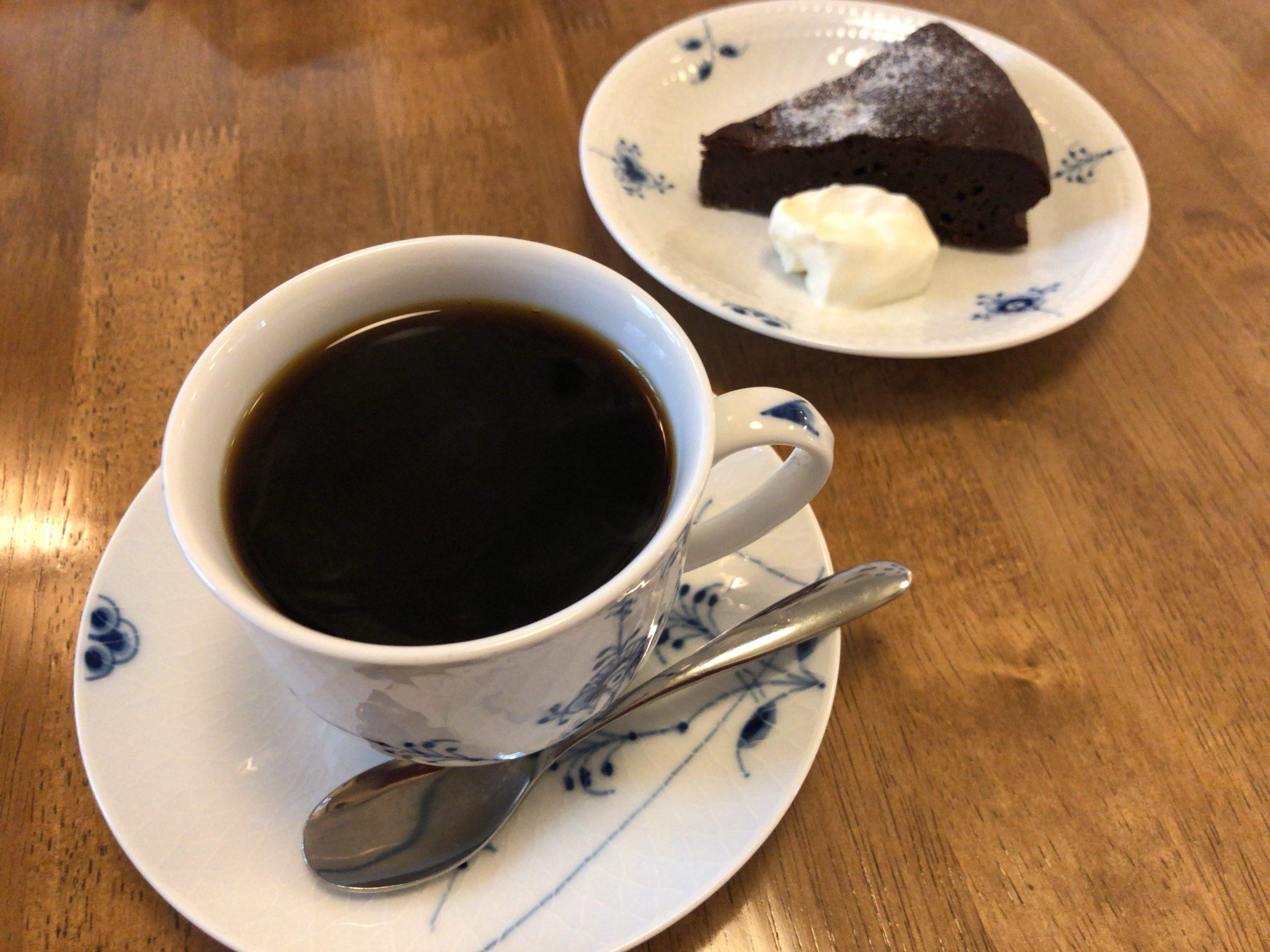 自家焙煎珈琲バーガンディのコーヒーとガトーショコラ