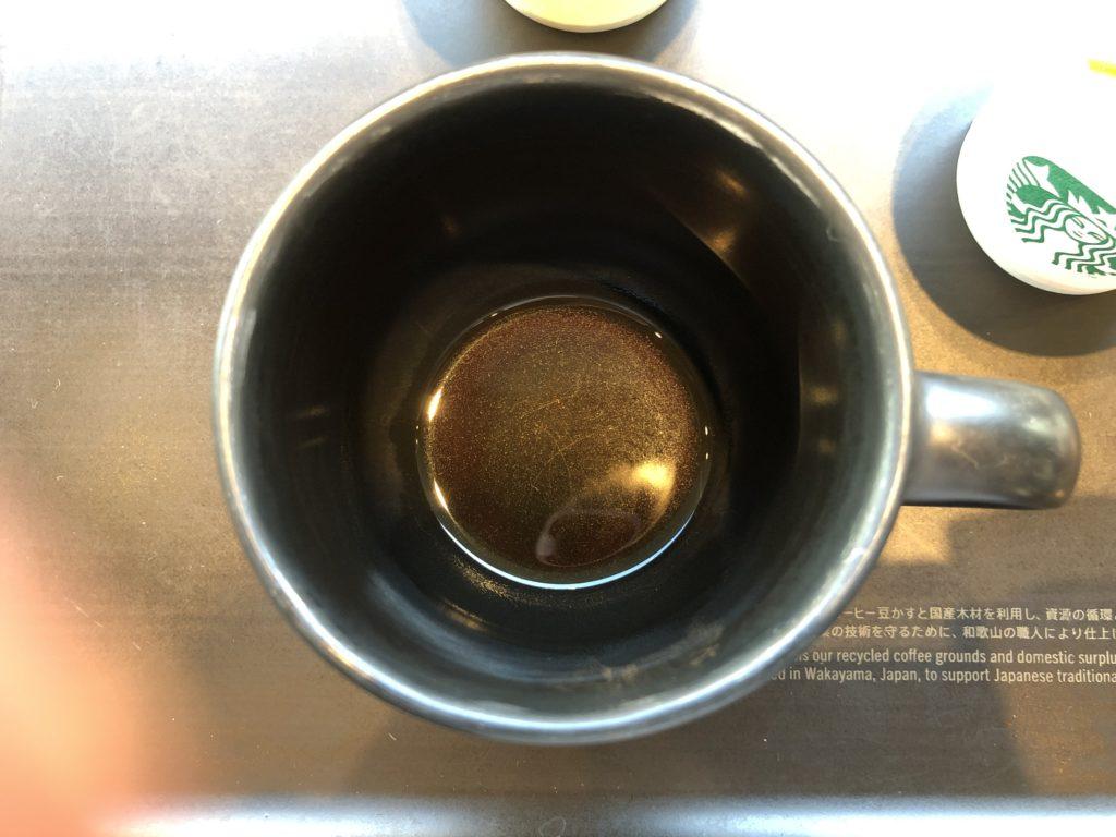 スターバックスリザーブのエクドルロハとカップ