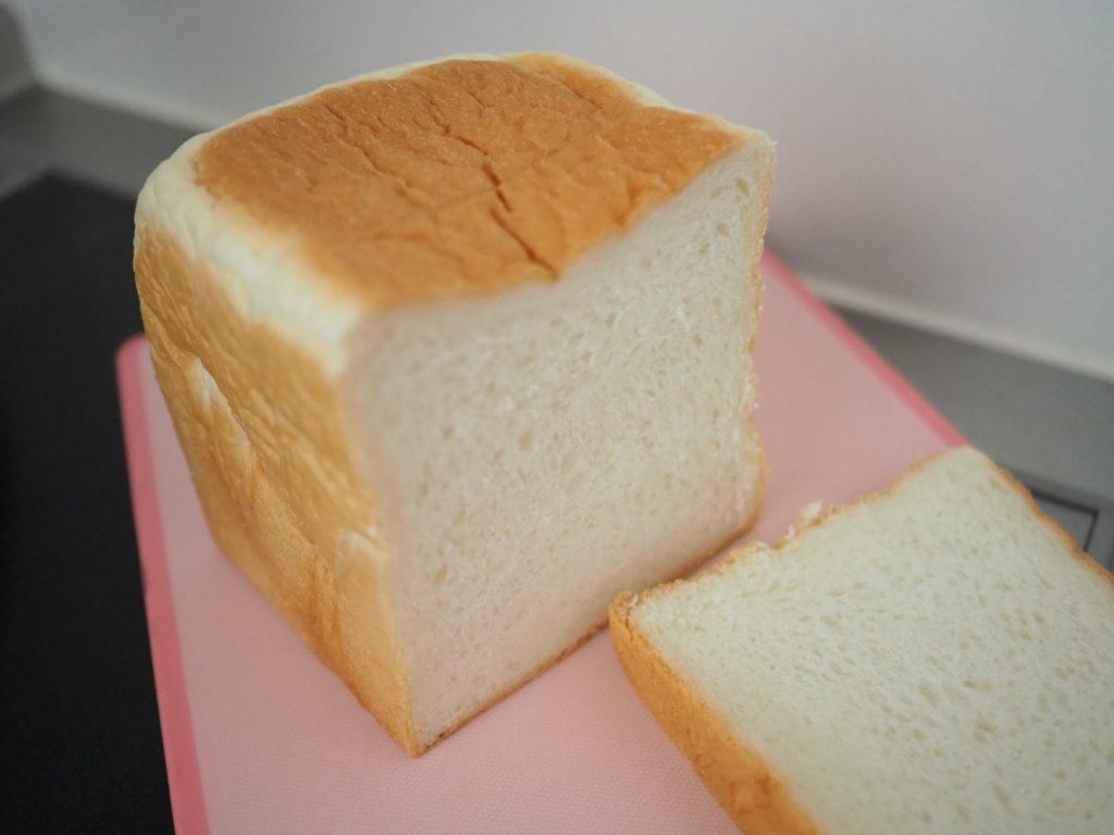 銀座に志かわのパンと断面