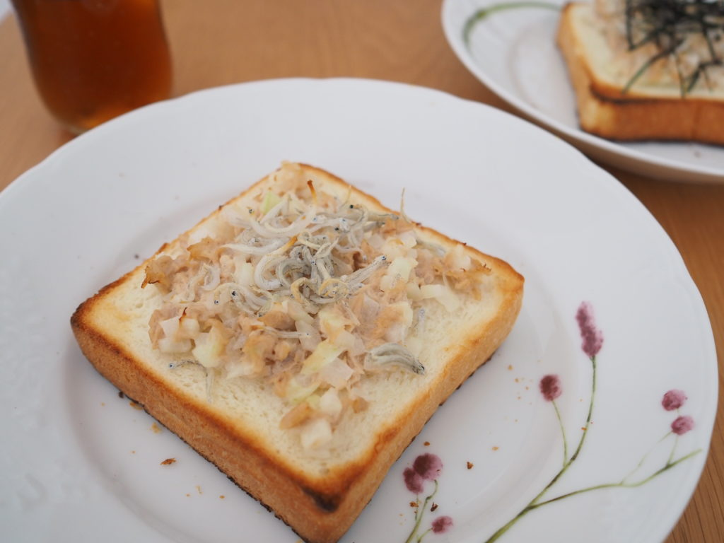 銀座に志かわのパンによるツナトースト
